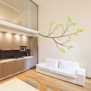 Stenska nalepka Zaobljena veja z listi